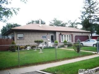 15 N Somerset Rd in Long Island, N. Amityville, NY 11701