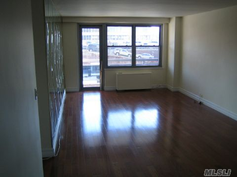 70-25 Yellowstone Blvd #4E in Queens, Forest Hills, NY 11375