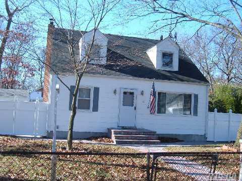 402 Islip Avenue in Long Island, Islip, NY 11751