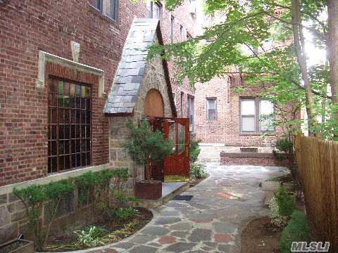1 Hillside Avenue #2C in Long Island, Great Neck, NY 11021