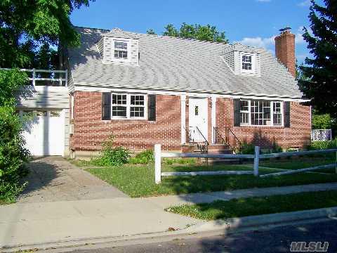 22 Crimson Avenue in Long Island, Malverne, NY 11565