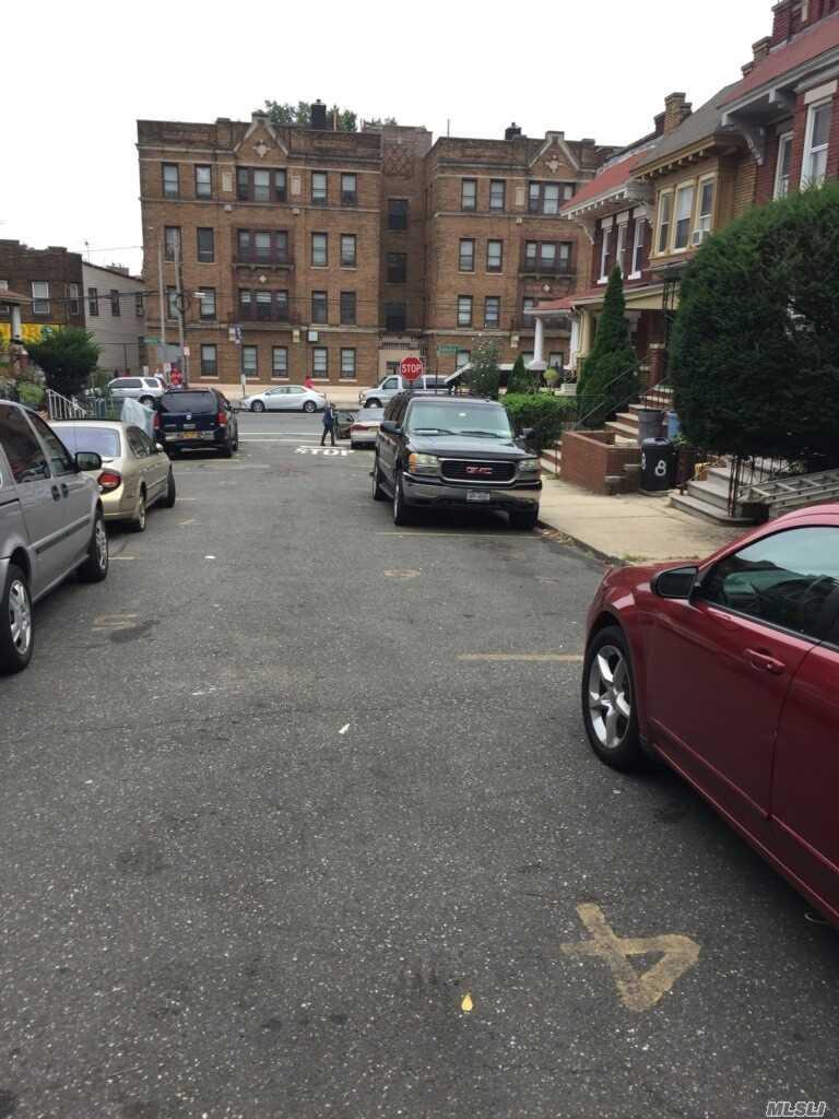 Single Family Van Siclen Court  Brooklyn, NY 11207, MLS-3071402-2
