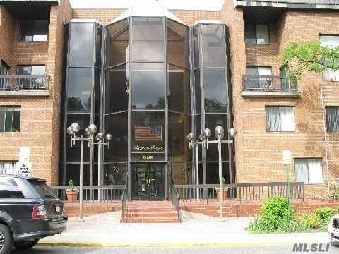 Property for sale at 1 Ipswich Avenue # 304, Great Neck NY 11021, Great Neck,  New York 11021
