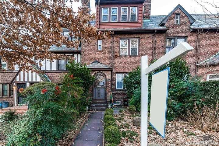 Property for sale at 82-14 Austin Street, Kew Gardens NY 11415, Kew Gardens,  New York 11415