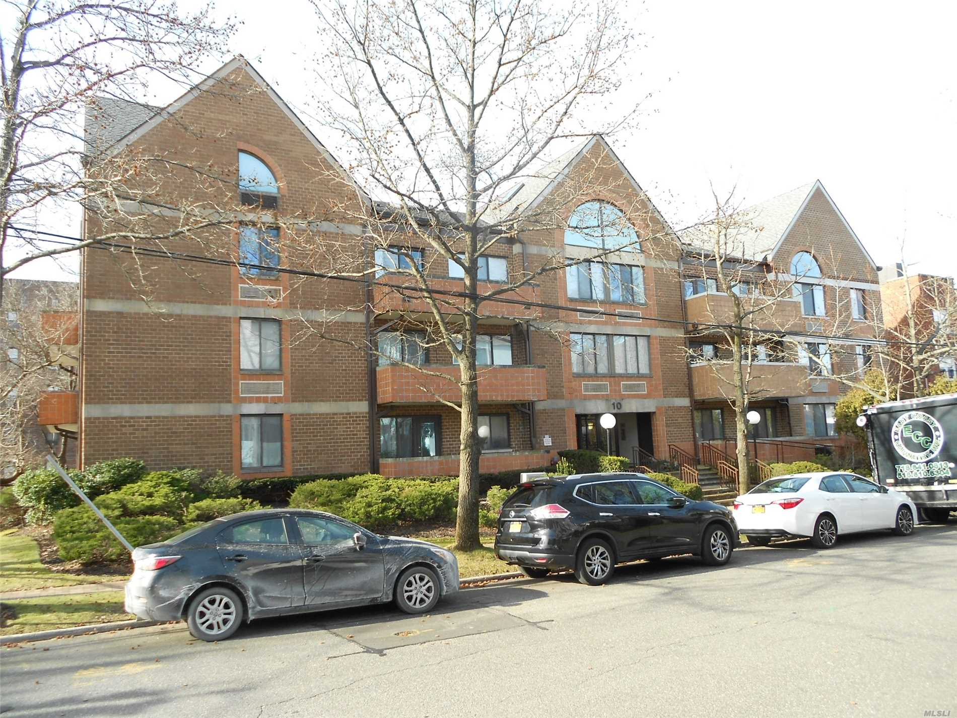 Property for sale at 10 Canterbury Road # 1B, Great Neck NY 11021, Great Neck,  New York 11021