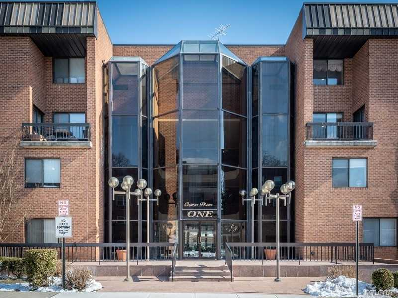 Property for sale at 1 Ipswich Avenue # 321, Great Neck NY 11021, Great Neck,  New York 11021