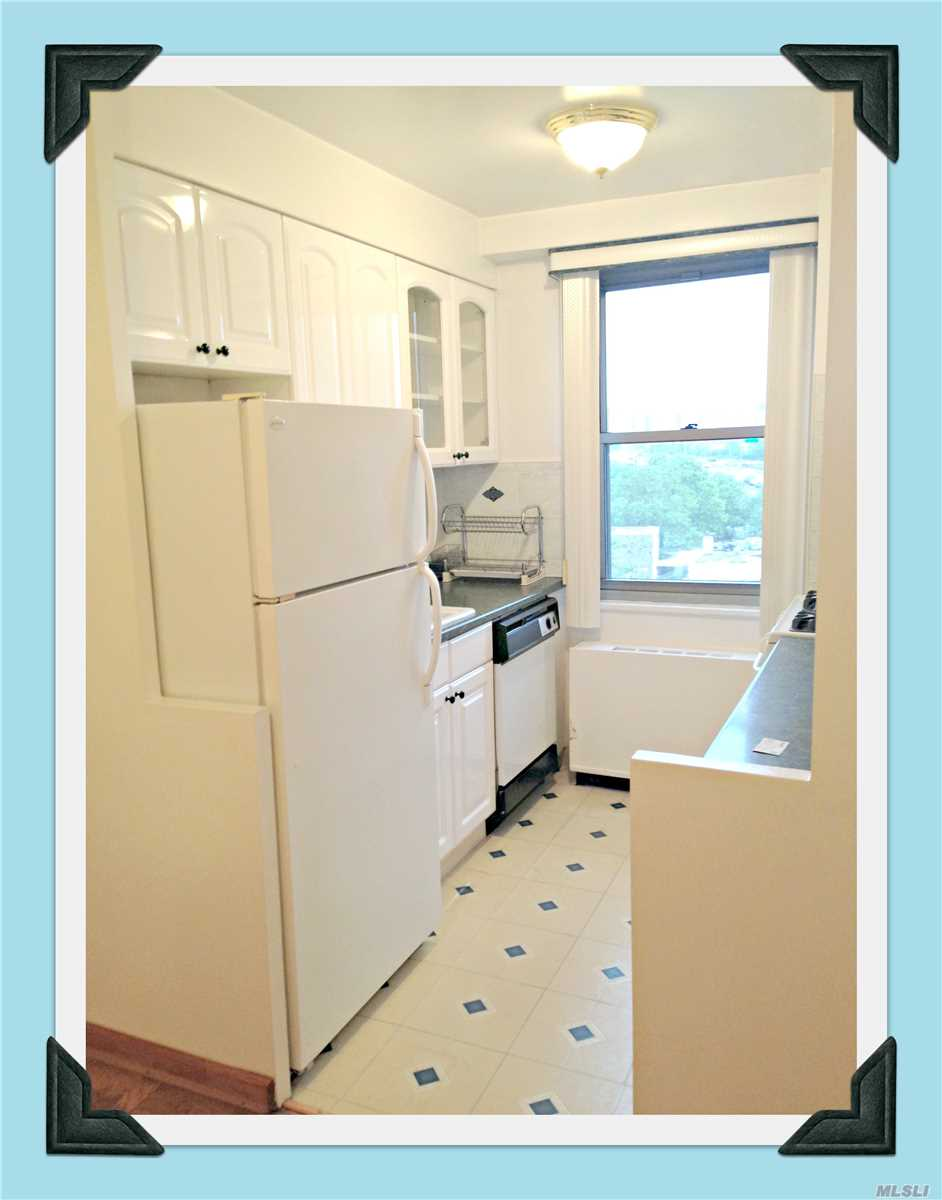 Come See This Luxury Hi-Rise 2 Bedrooms Apartment . This Unit Has Beautiful Manhattan & Lake Views. Parquet Floors. G/E Included In Maintenance.24 Hr Doorman, In-Ground Swimming Pool & Cabana Makes You Feel Your On Vacation. Pets Are Welcome.  Garage is available.