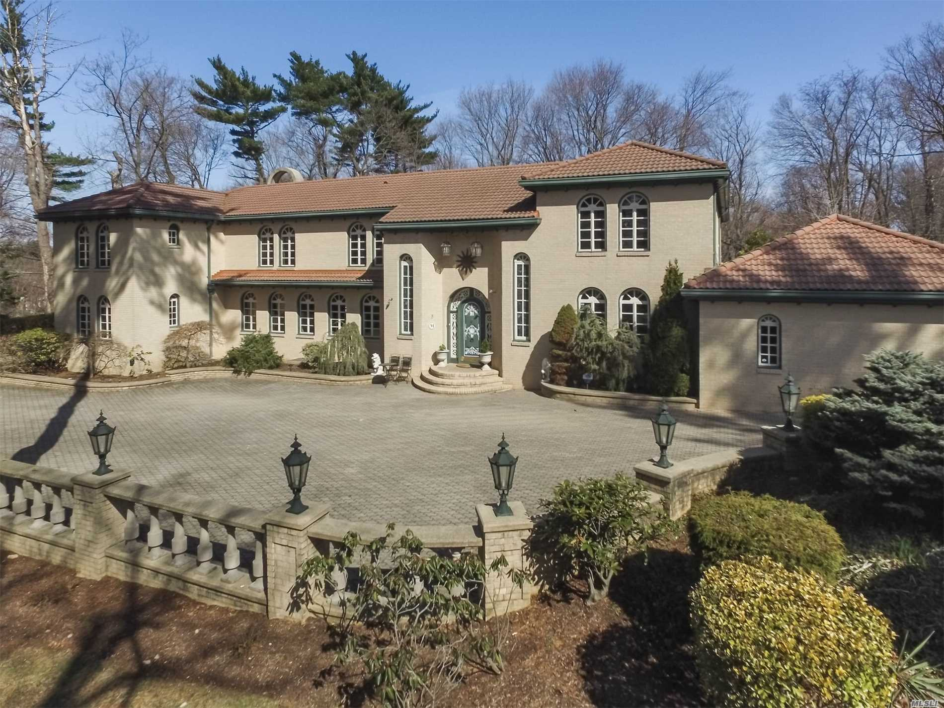 Property for sale at 5 Birch Hill Court, Old Westbury NY 11568, Old Westbury,  New York 11568
