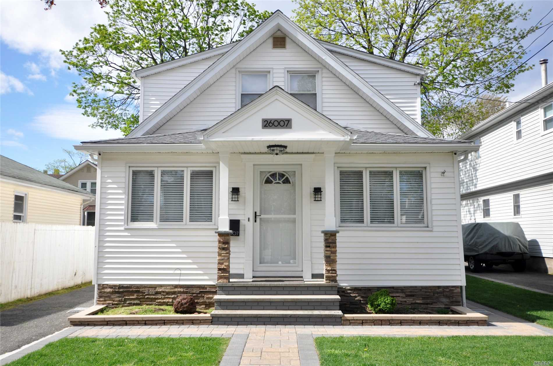 Property for sale at 260-07 E Williston Avenue, Floral Park NY 11001, Floral Park,  New York 11001