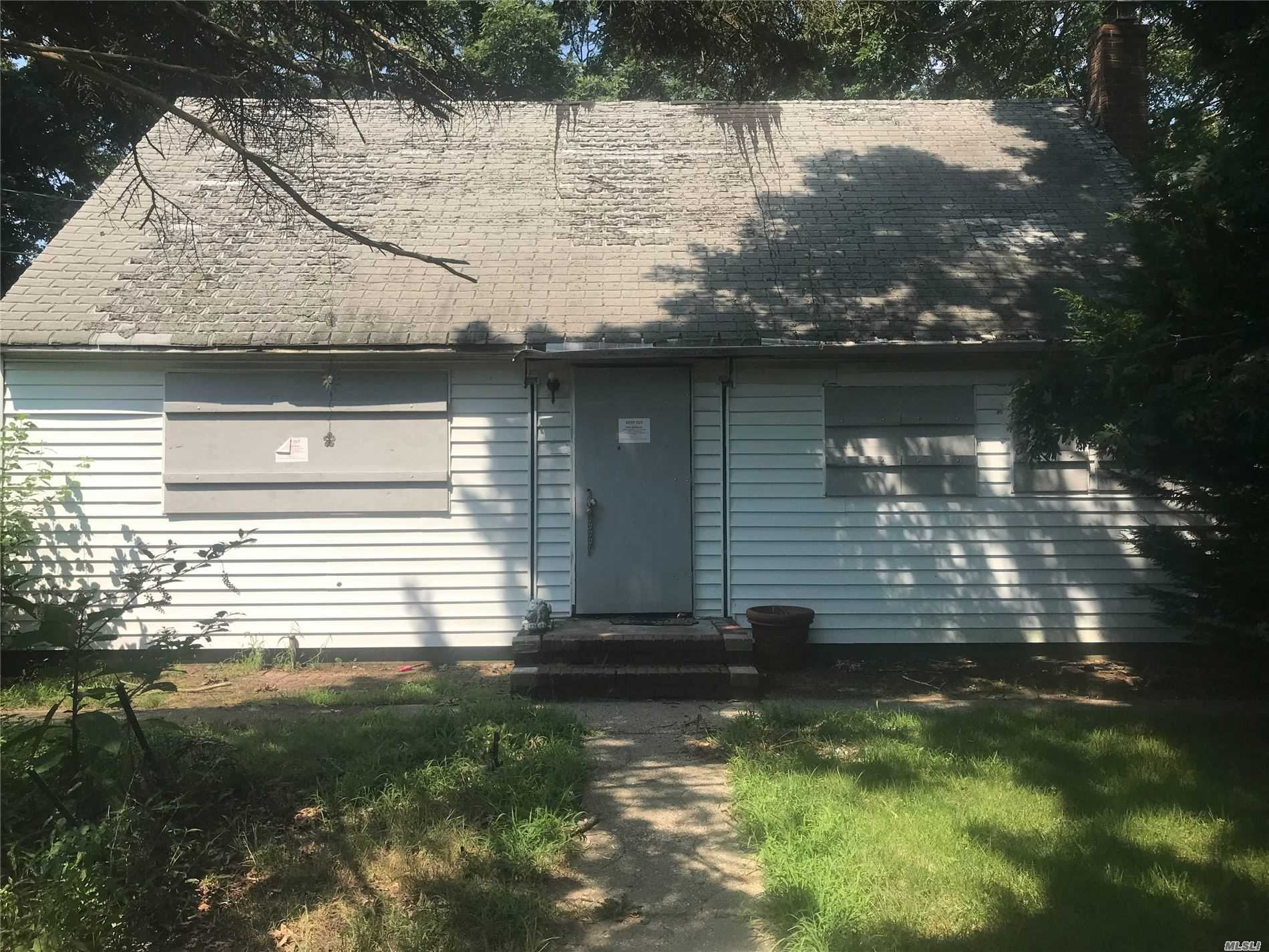 Property for sale at 10 Schember Road, Bay Shore NY 11706, Bay Shore,  New York 11706