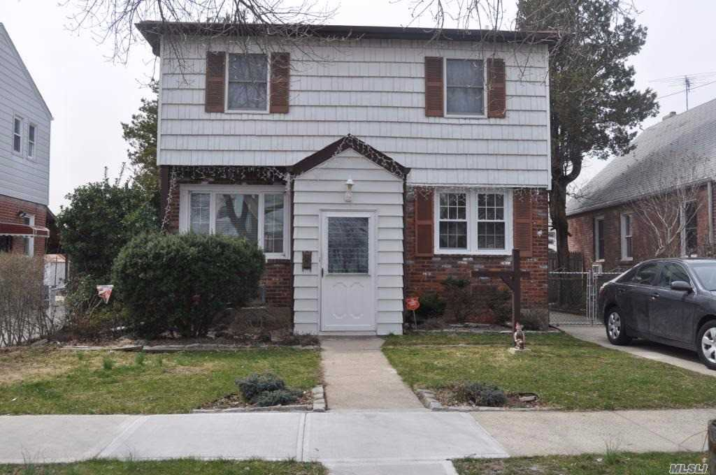 Property for sale at 84-20 258th St, Floral Park,  New York 11001