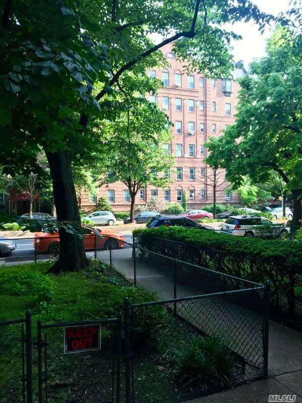 Property for sale at 8511 34 Avenue # 1G, Jackson Heights NY 11372, Jackson Heights,  New York 11372