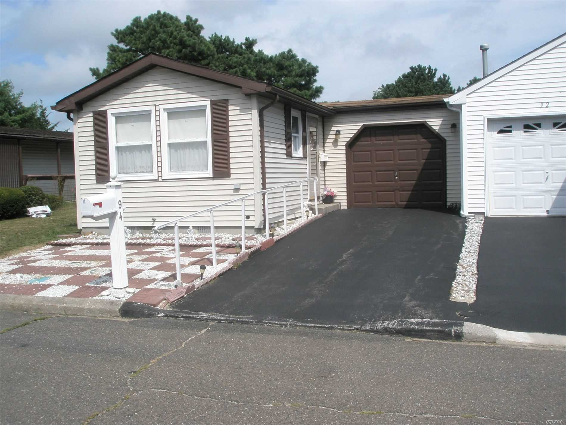 Property for sale at 94 Village Circle W, Manorville NY 11949, Manorville,  New York 11949