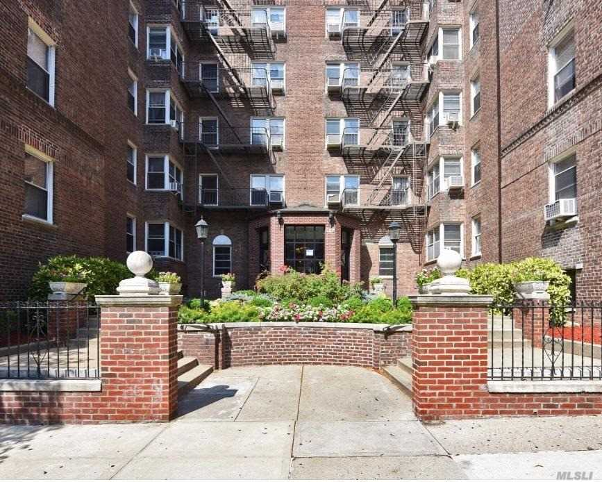 99-45 67th Road 604, Forest Hills, NY 11375