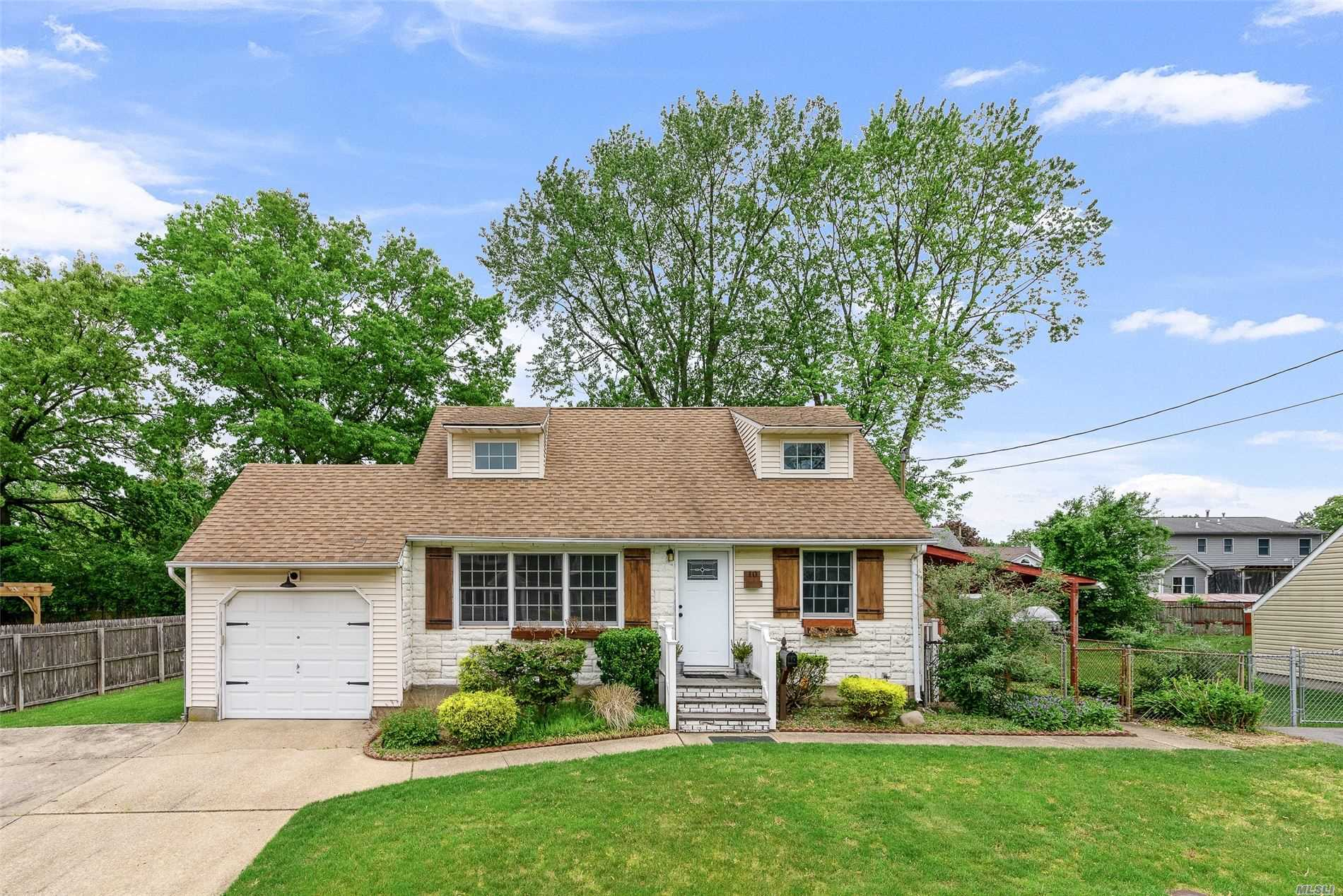 10 Win Haven Lane, Commack NY 11725