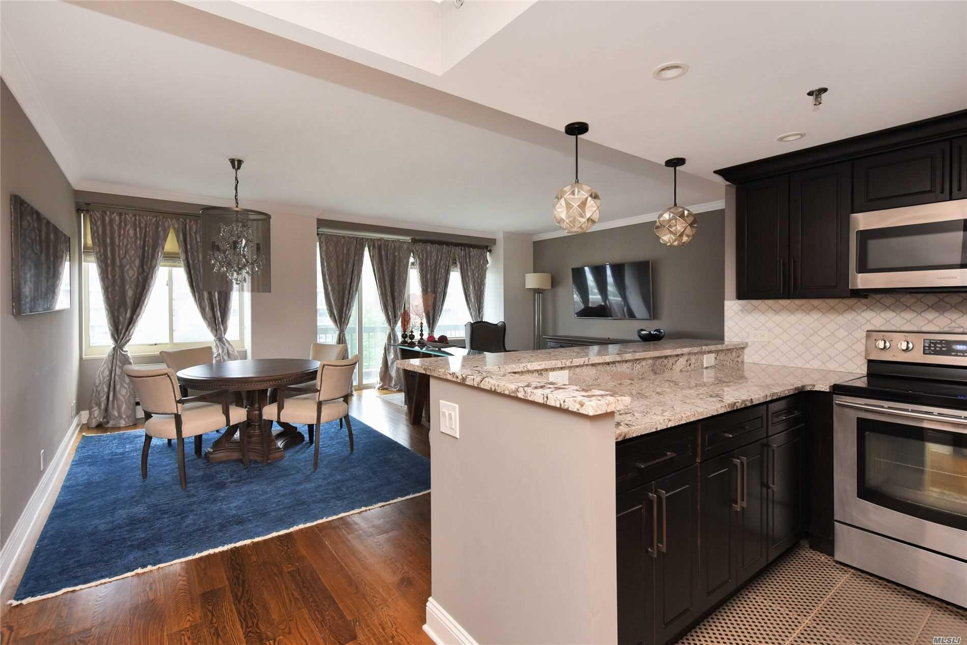 Property for sale at 100 Hilton Avenue Unit: 605, Garden City,  New York 11530