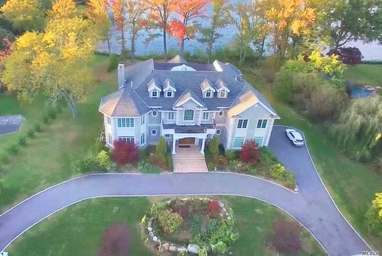 17 Lake Road, Great Neck, New York 11020, 6 Bedrooms Bedrooms, ,6 BathroomsBathrooms,Residential,For Sale,Lake,3174696