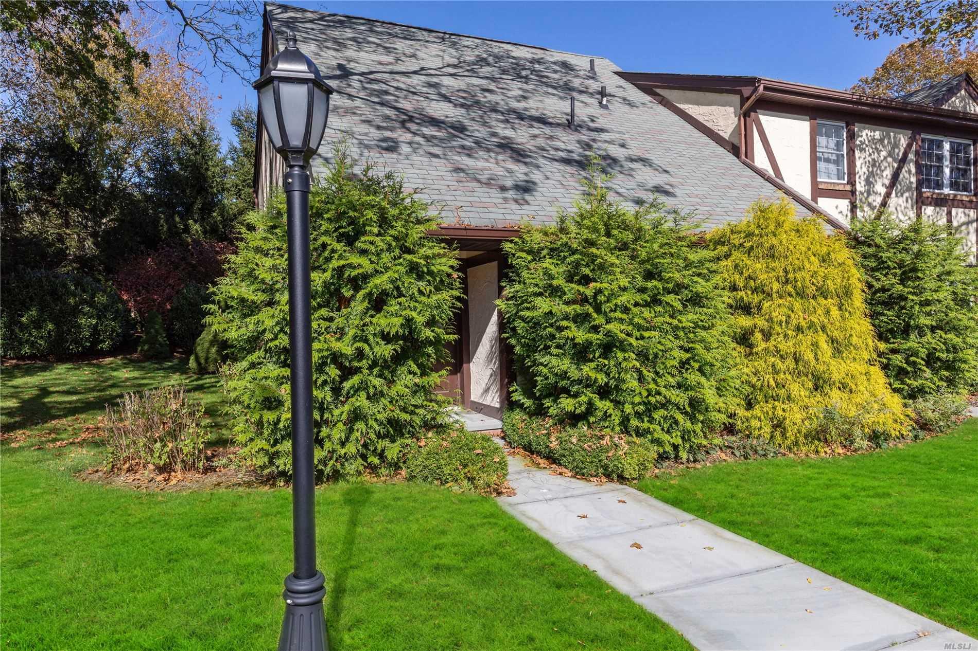 Property for sale at 10 Leland Lane # 21, Southampton NY 11968, Southampton,  New York 11968