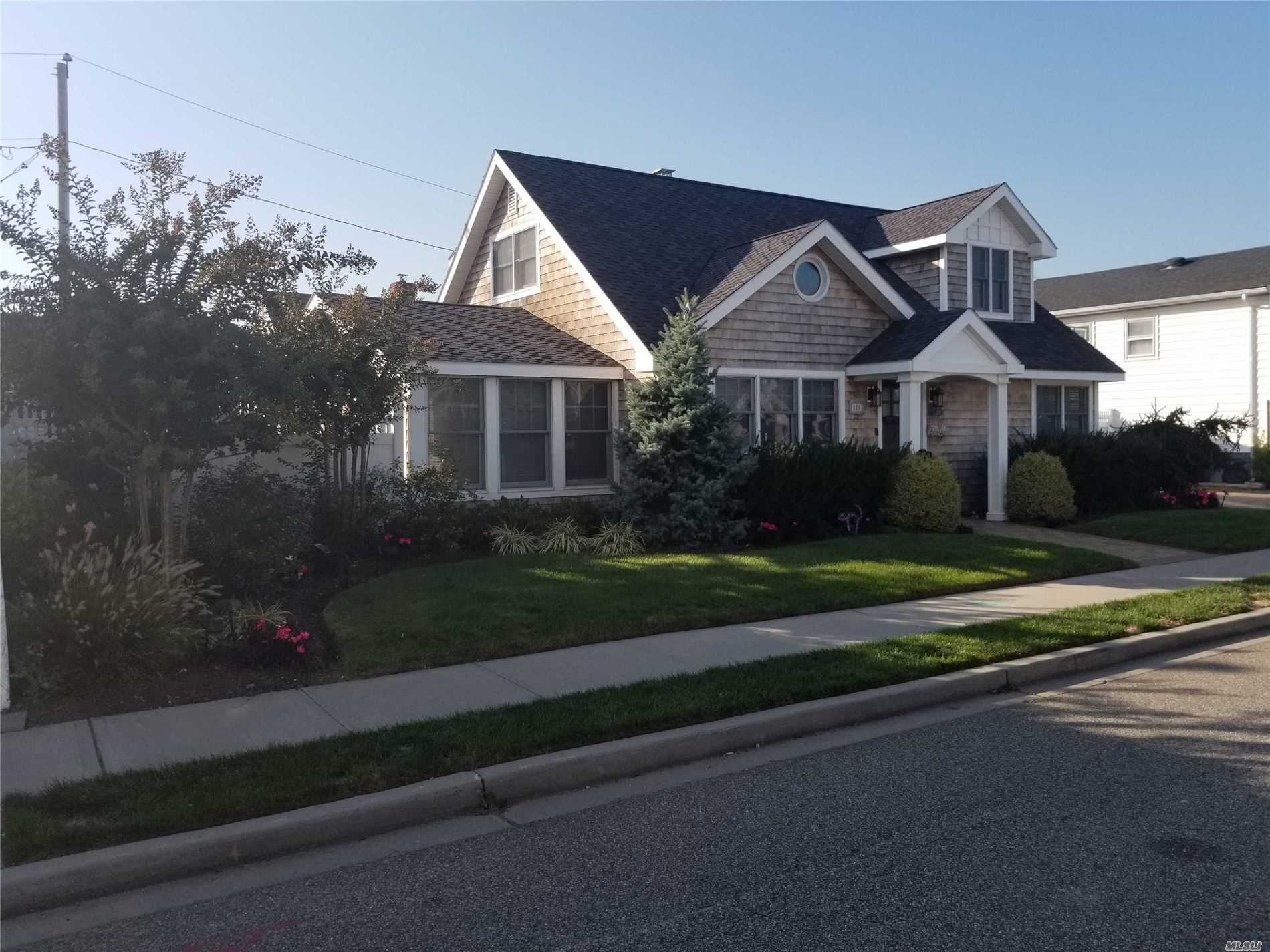 121a Cleveland Avenue, Long Beach, New York 11561, 4 Bedrooms Bedrooms, ,2 BathroomsBathrooms,Residential,For Rent,Cleveland,3176737