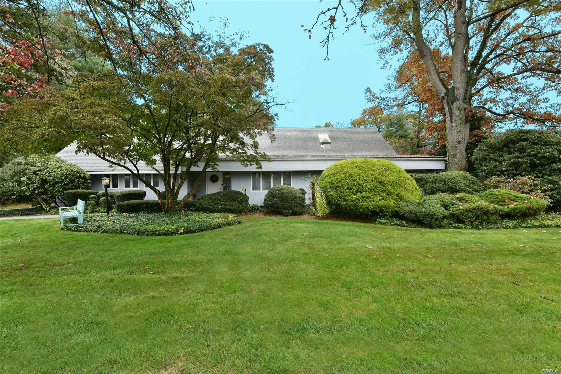 Property for sale at 201 Parkway Drive, Roslyn Heights NY 11577, Roslyn Heights,  New York 11577