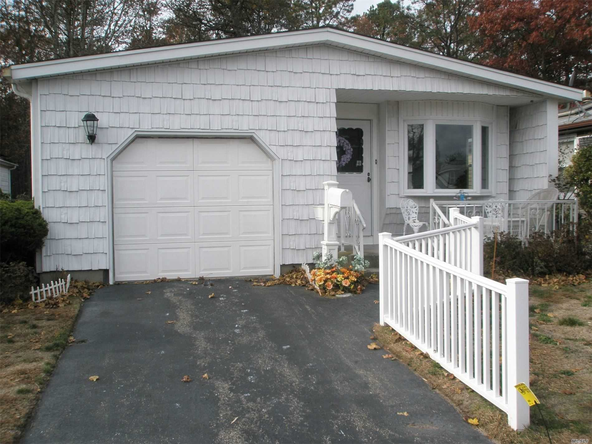 Property for sale at 165 Village Circle W, Manorville NY 11949, Manorville,  New York 11949
