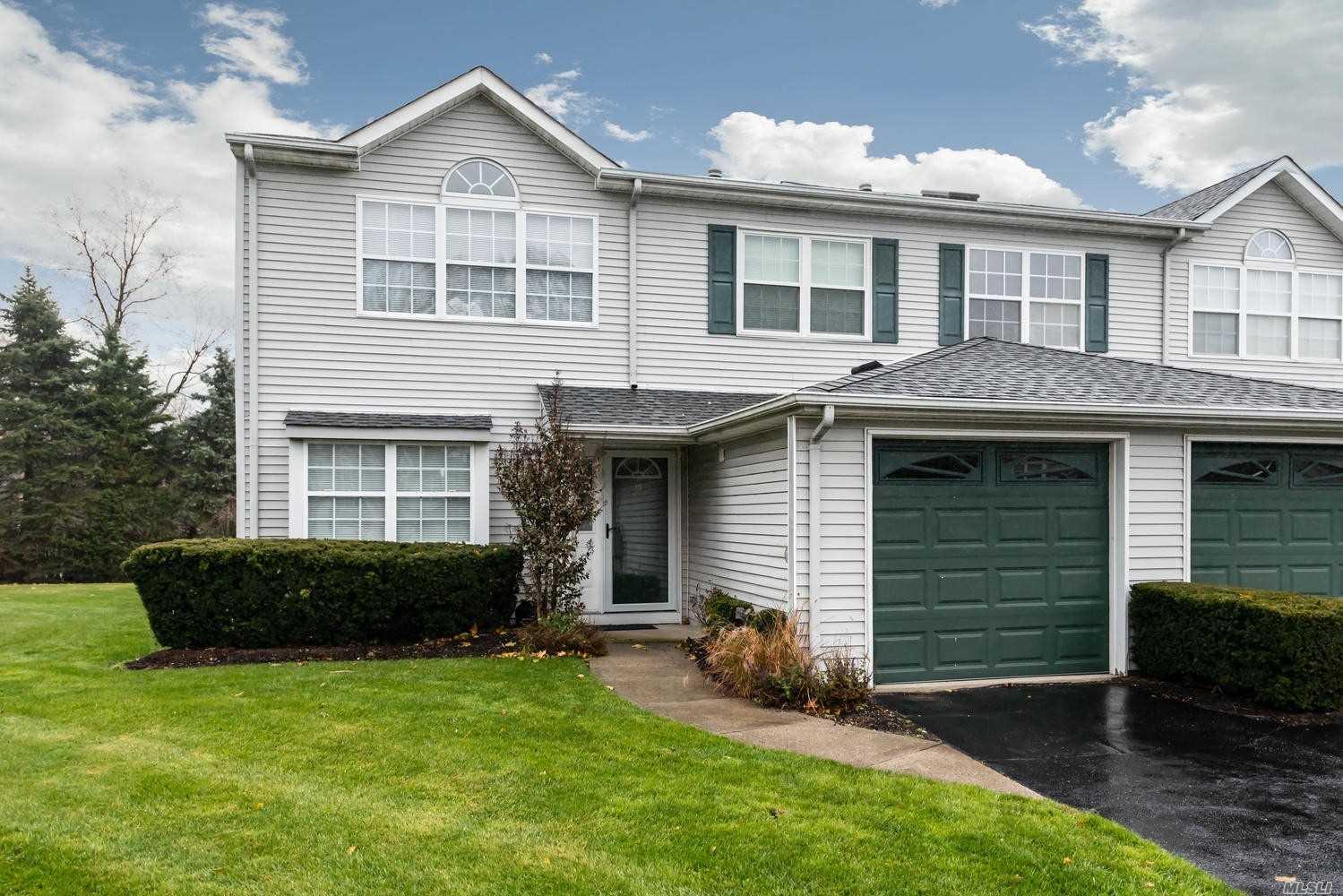 Property for sale at 19 Horizon Ct, Huntington NY 11743, Huntington,  New York 11743