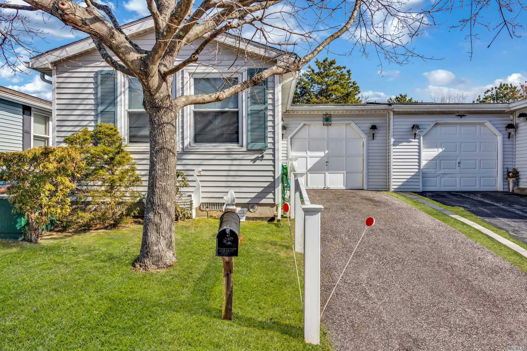 Property for sale at 86 W Village Circle, Manorville NY 11949, Manorville,  New York 11949