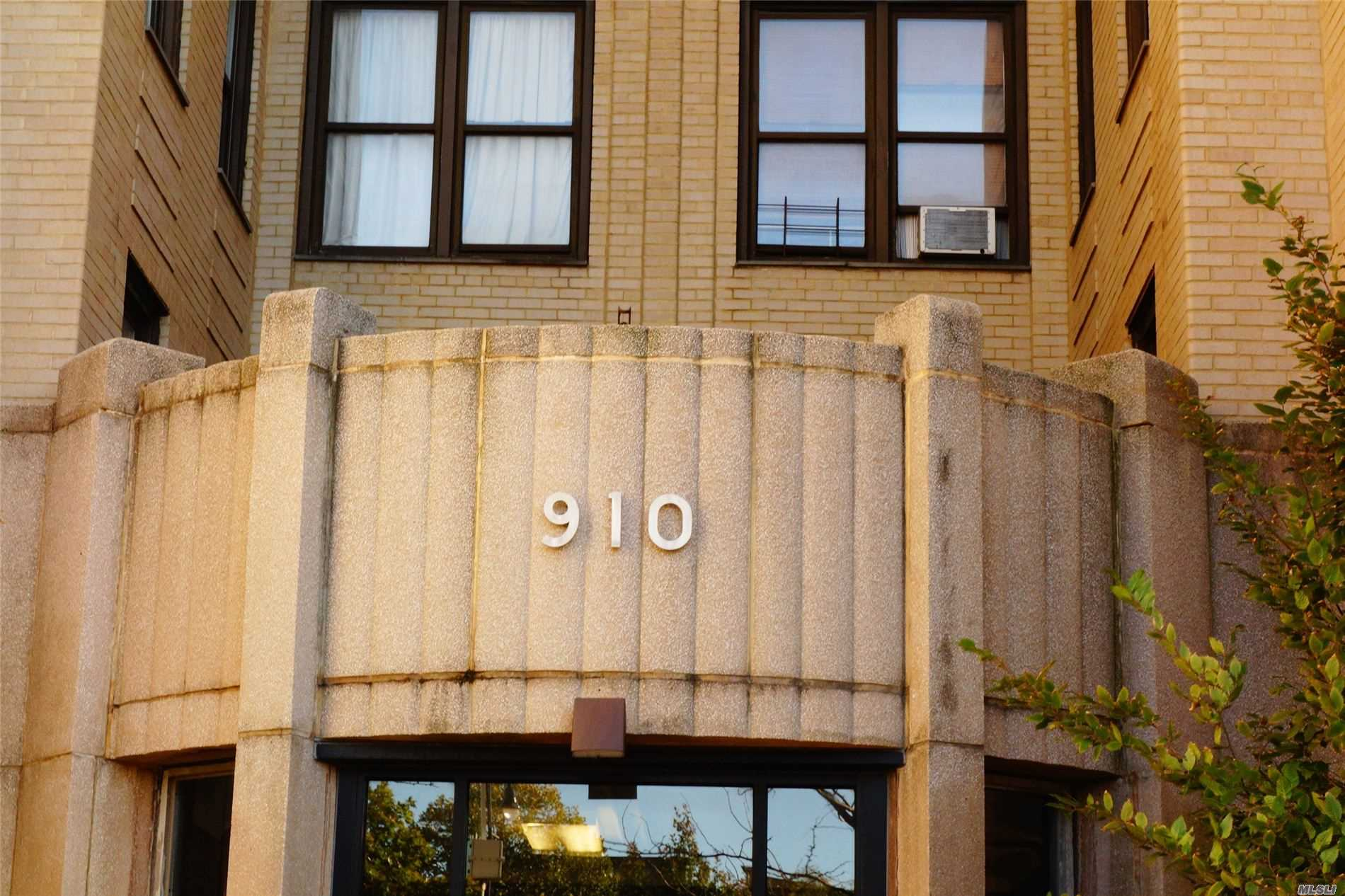 Commercial Lease in Bronx - Grand Concourse  Bronx, NY 10451