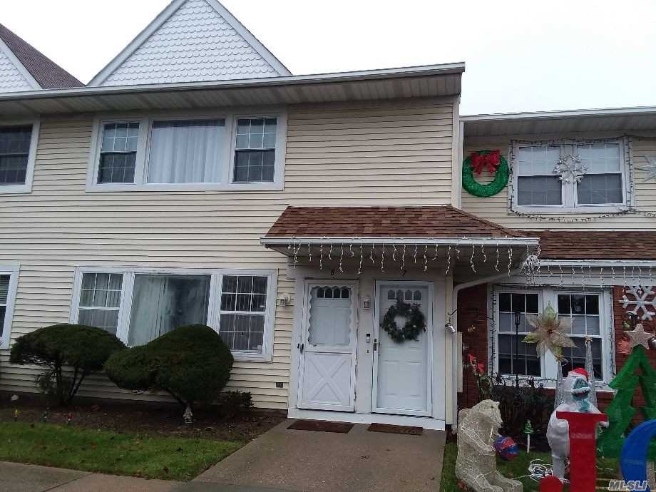 Property for sale at 8 Gazebo Lane, Holtsville,  New York 11742