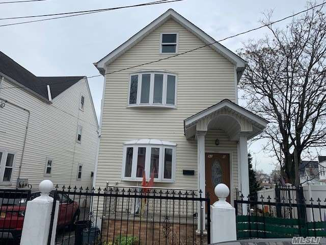 Property for sale at 90-08 184th Pl, Hollis,  New York 11423