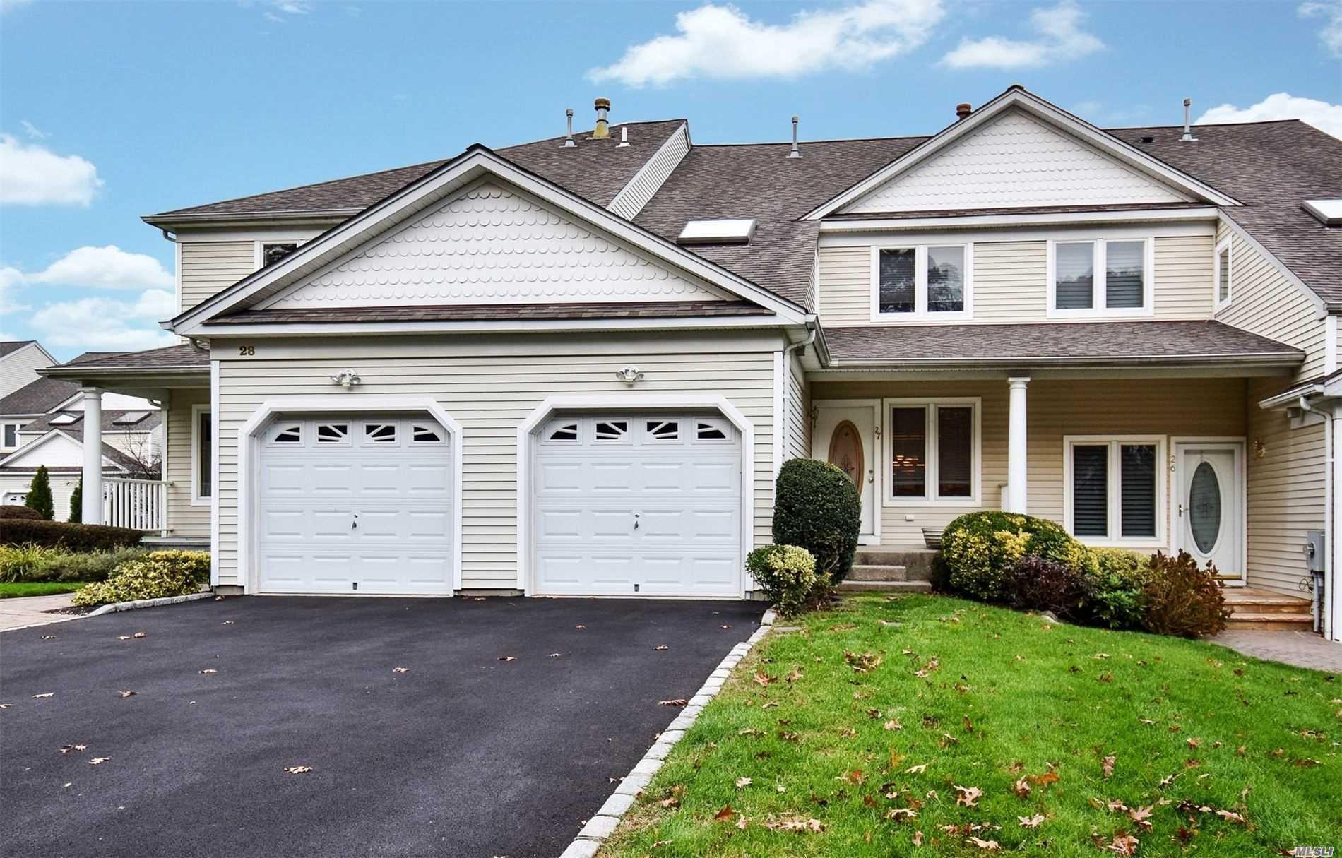 Property for sale at 27 Lindbergh Circle, Huntington,  New York 11743