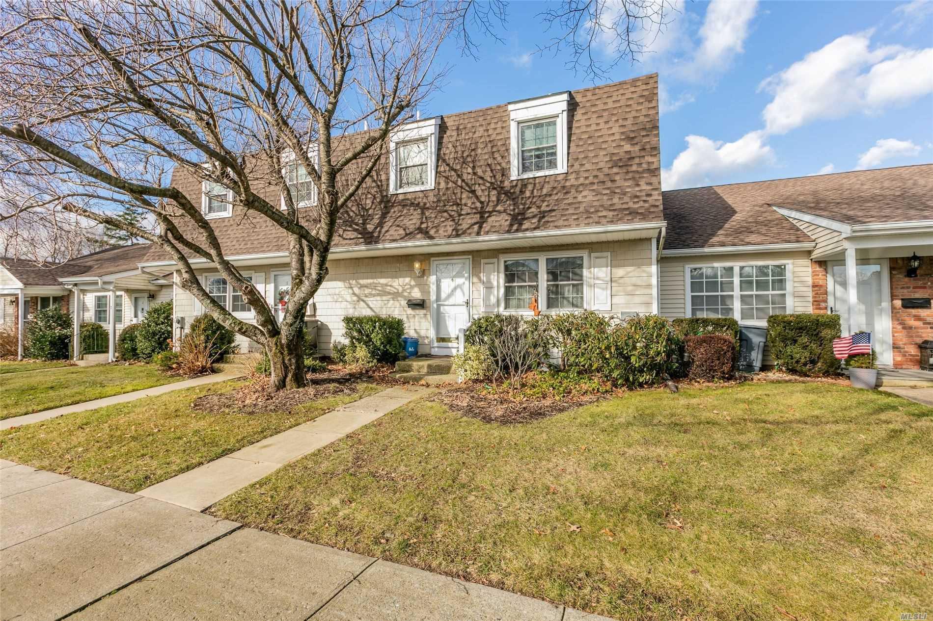 Property for sale at 4 Harvest Time Court, Huntington Sta NY 11746, Huntington Sta,  New York 11746