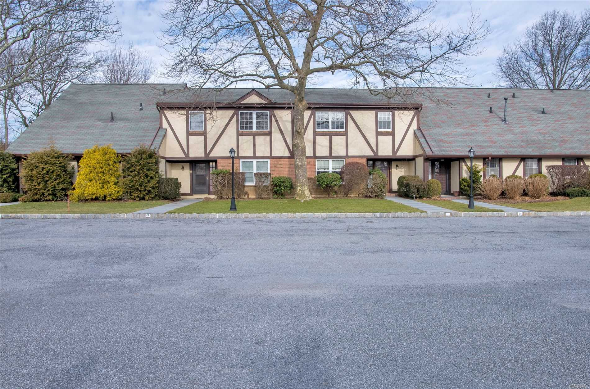 Property for sale at 10 Leland Lane Unit: 23, Southampton,  New York 11968