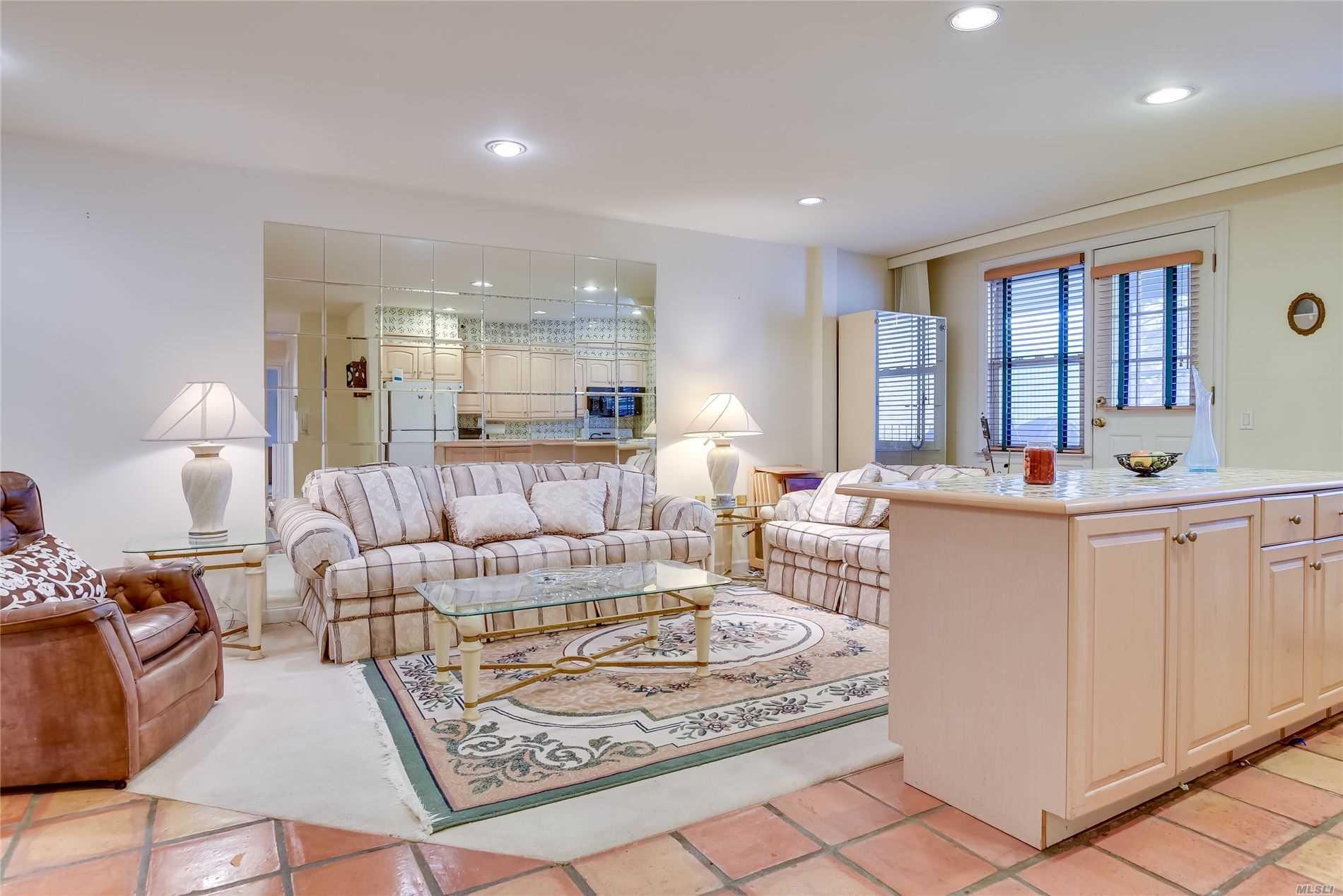 Property for sale at 570 Broadway # 32A, Lynbrook NY 11563, Lynbrook,  New York 11563
