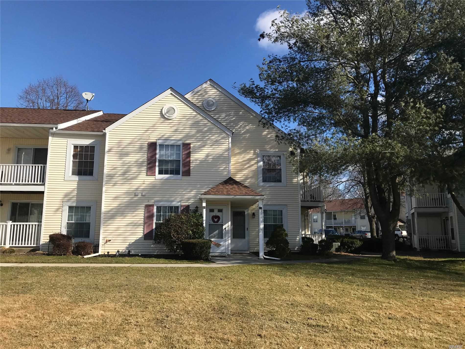 Property for sale at 208 Fairview Circle, Middle Island NY 11953, Middle Island,  New York 11953