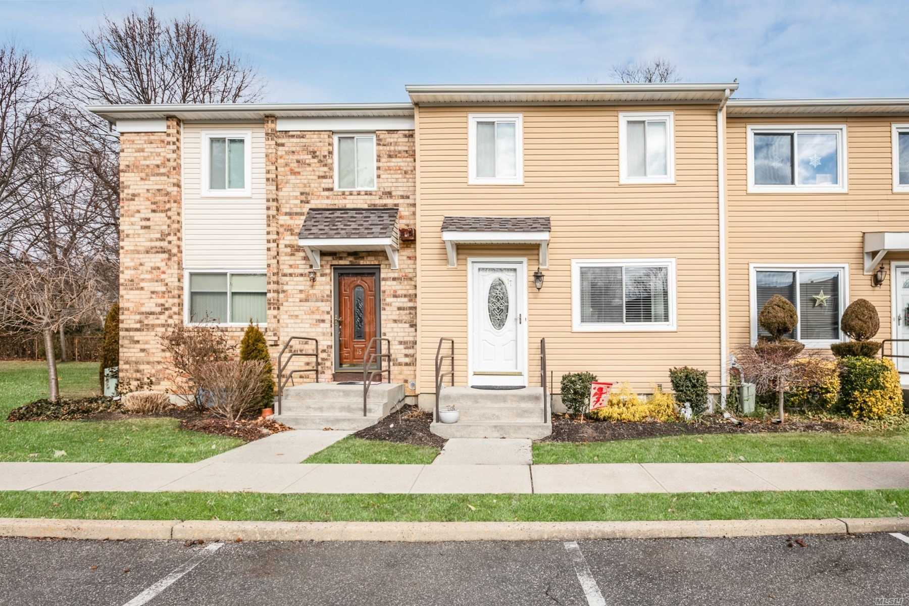 Property for sale at 17 Town House Drive, Massapequa Park NY 11762, Massapequa Park,  New York 11762