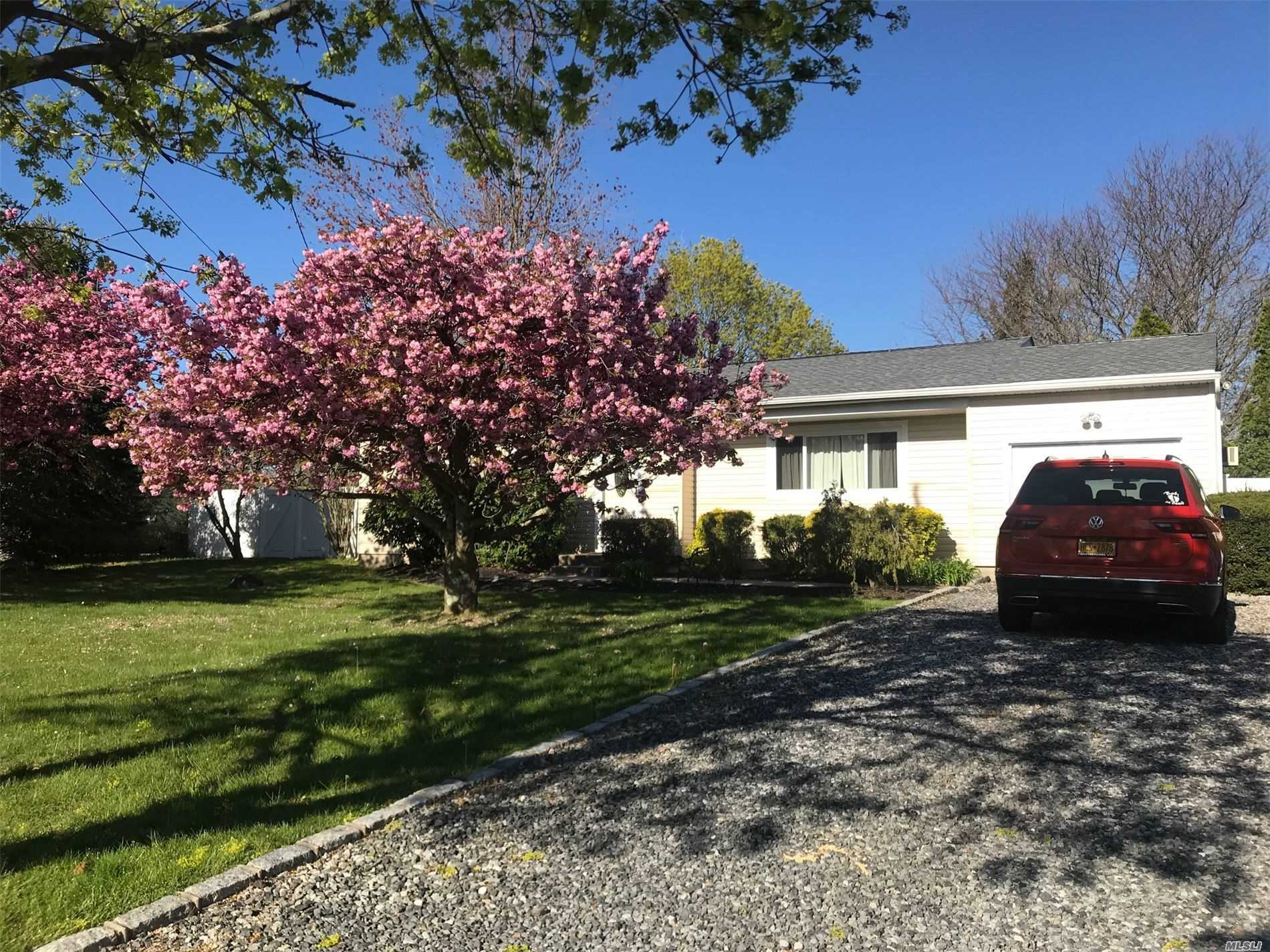 208 Mount Sinaicoram Road, Coram NY 11727