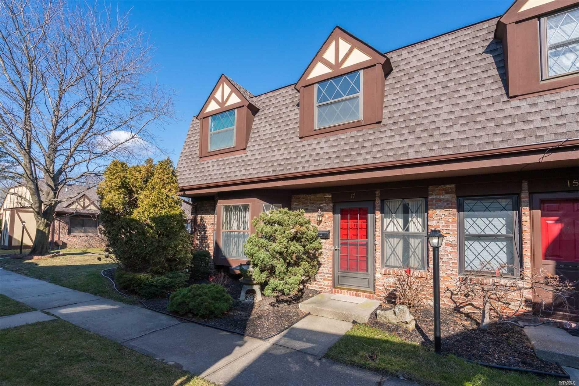 Property for sale at 17 Woodcreek Court, Deer Park NY 11729, Deer Park,  New York 11729