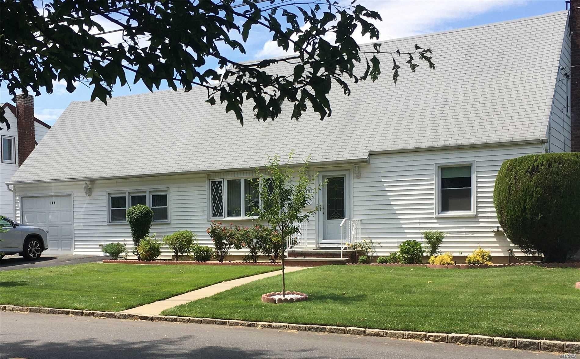 Single Family in Albertson - Evans Avenue  Nassau, NY 11507