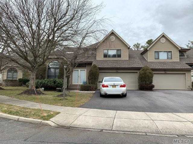 Property for sale at 2 Julia Circle, Dix Hills,  New York 11746