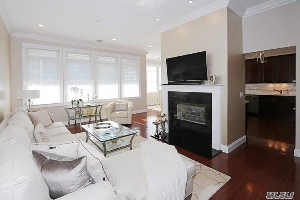 Property for sale at 268 Roosevelt Way, Westbury NY 11590, Westbury,  New York 11590