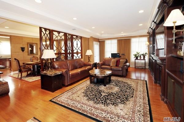 Property for sale at 284 Roosevelt Way, Westbury NY 11590, Westbury,  New York 11590