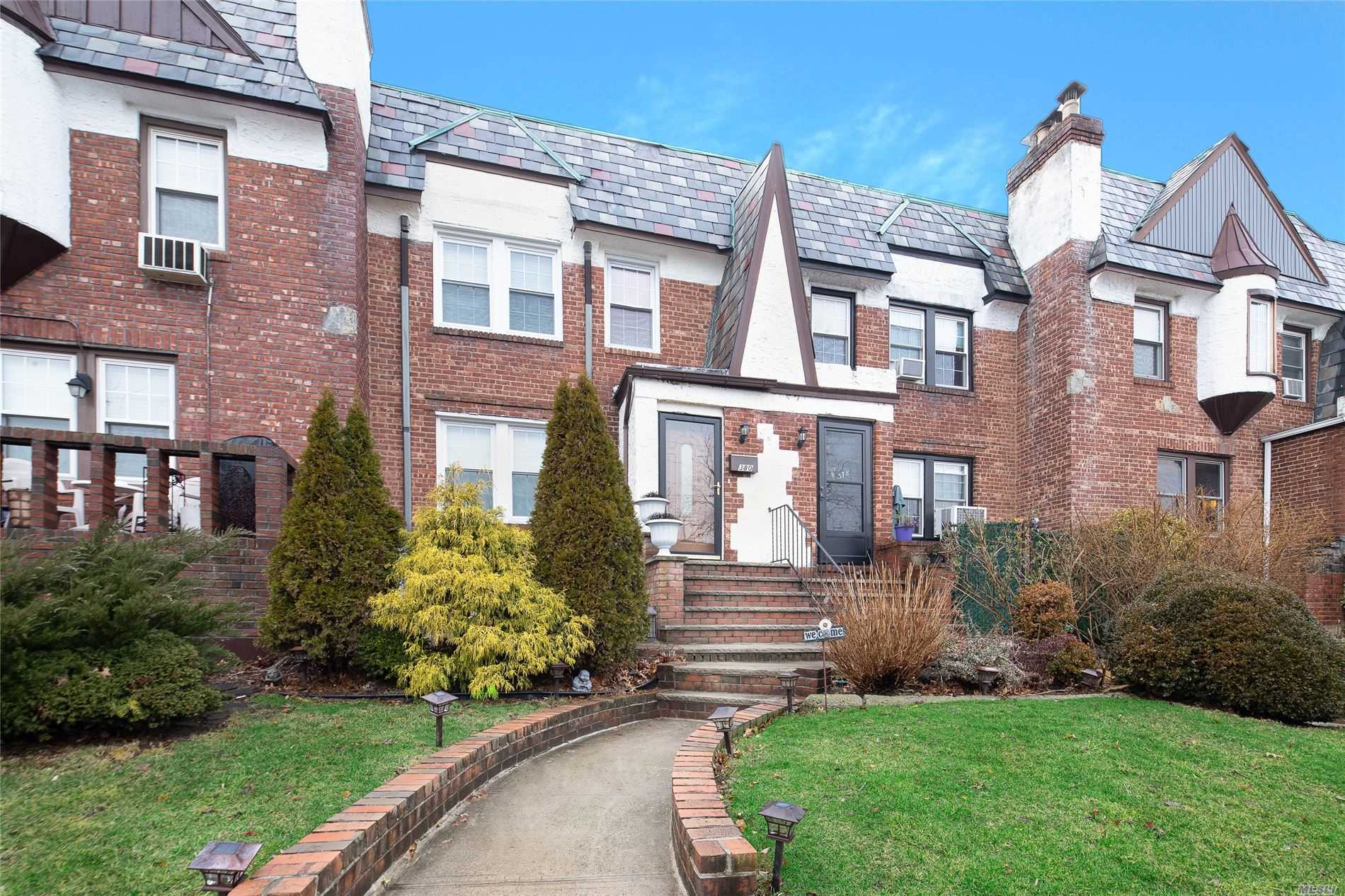 Property for sale at 380 Cochran Place, Valley Stream NY 11581, Valley Stream,  New York 11581