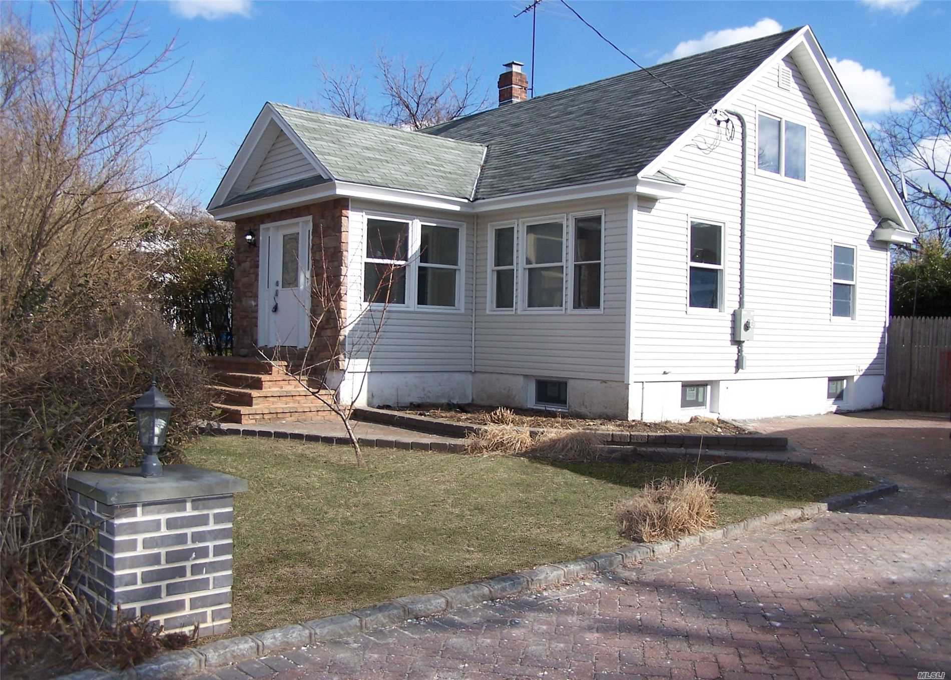 Property for sale at 24 W Garfield Street, Bay Shore NY 11706, Bay Shore,  New York 11706