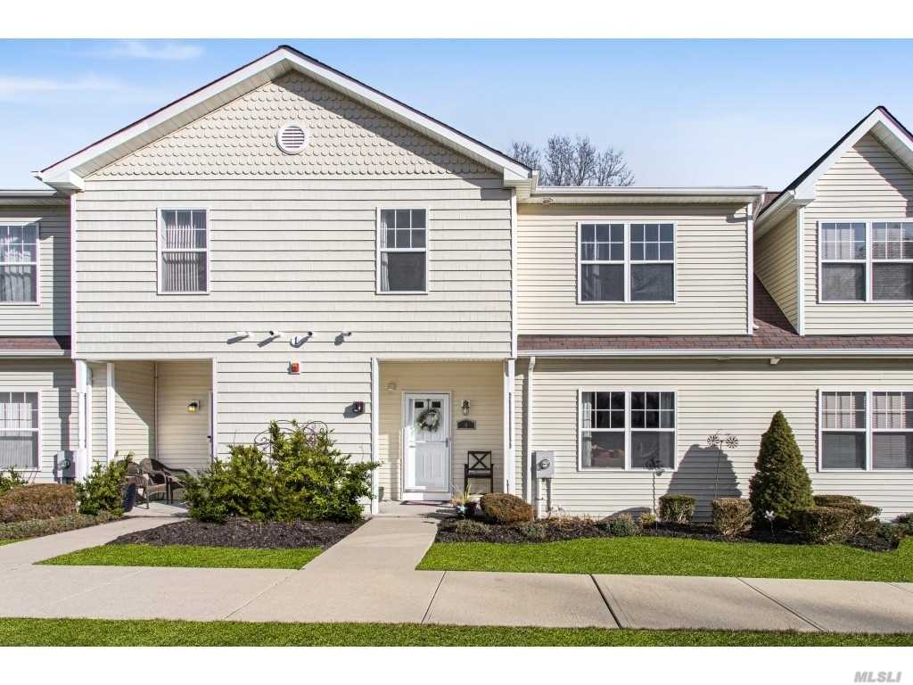 Property for sale at 4 Daremy Circle, Medford NY 11763, Medford,  New York 11763