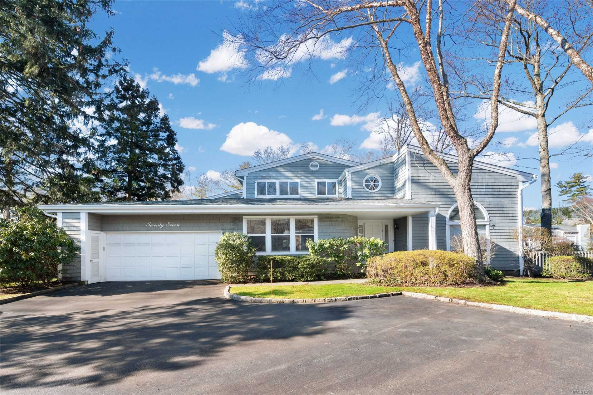 Property for sale at 27 Tiffany Circle, Manhasset,  New York 11030