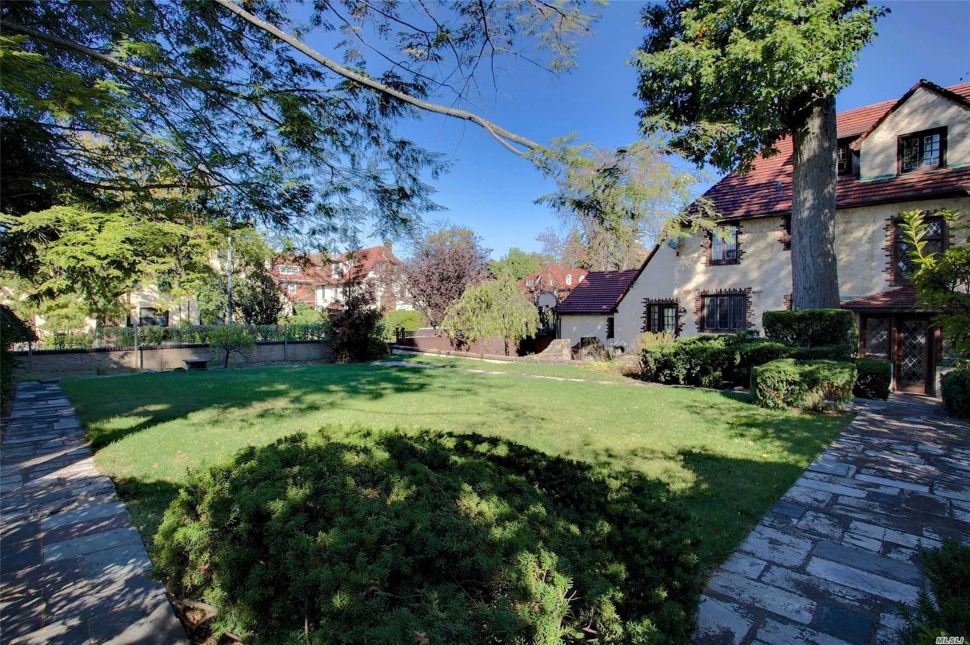 55-B EXETER ST, FOREST HILLS, NY 11375