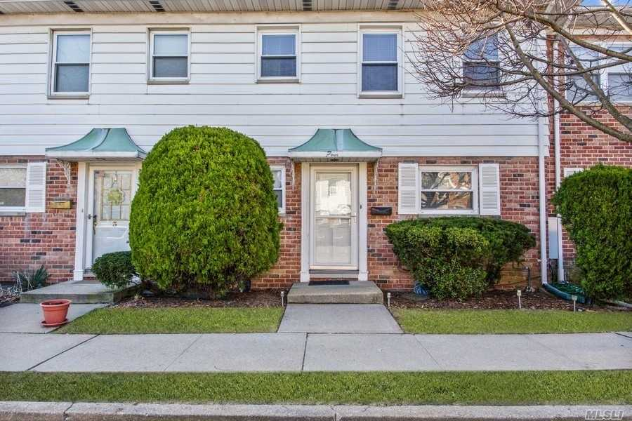 Property for sale at 1030 Franklin Avenue Unit: 4, Valley Stream,  New York 11580