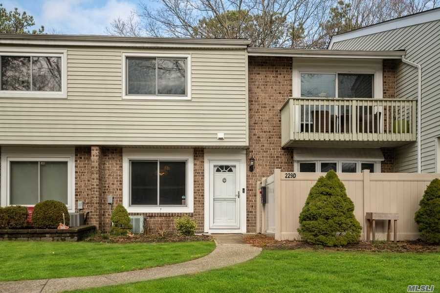 Property for sale at 229 Springmeadow Drive # D, Holbrook NY 11741, Holbrook,  New York 11741