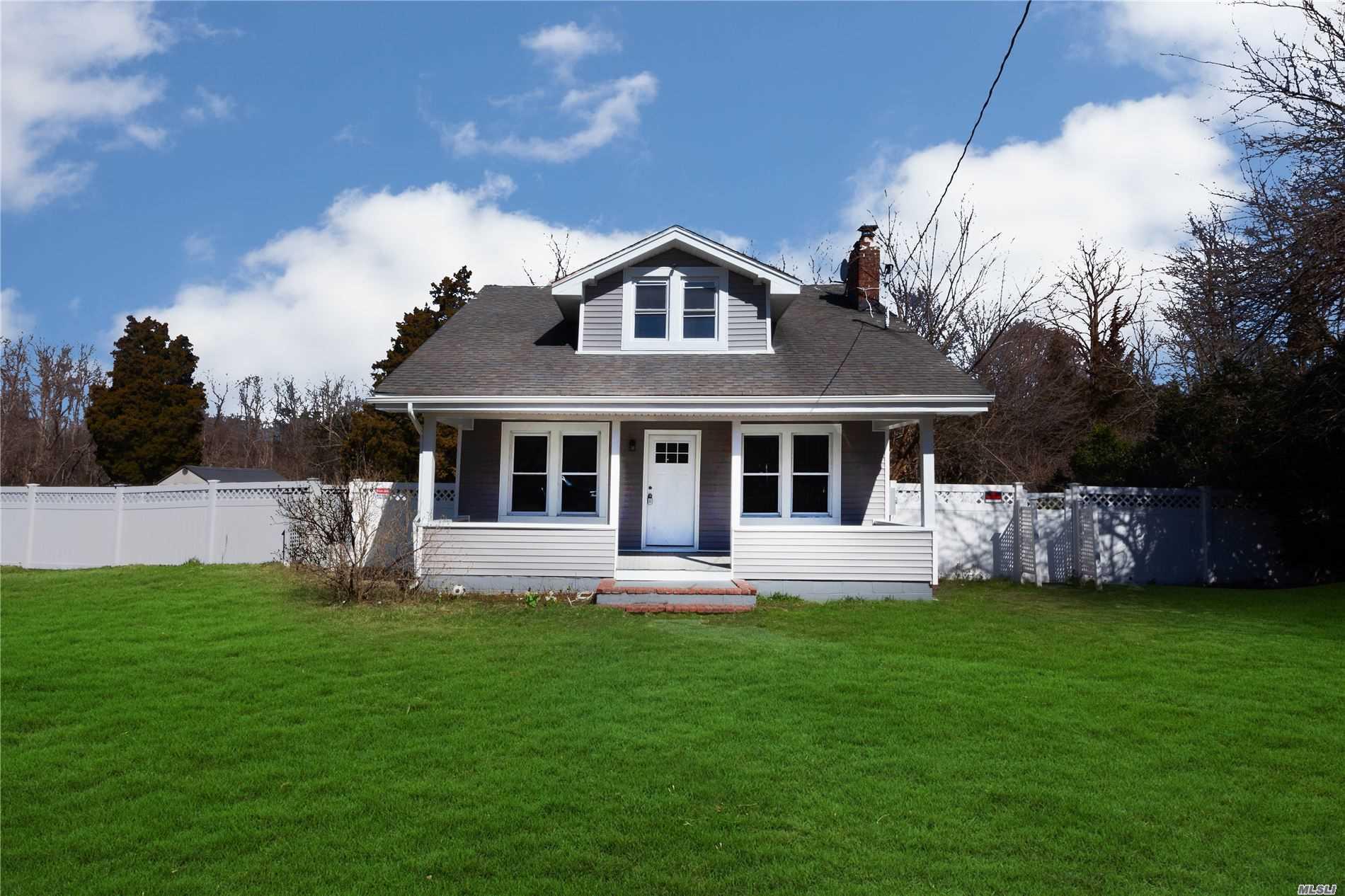 17 Mooney Pond Rd, Coram NY 11727